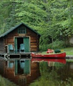 A little cabin cottage on the water. Via Bohemian Homes Lake Cabins, Cabins And Cottages, Ideas De Cabina, Haus Am See, Cabin In The Woods, Cabin On The Lake, Little Cabin, Seen, Garden Cottage