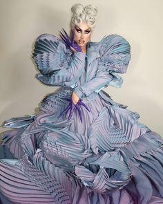 Drag Queen Race, Real Queens, Queen Fashion, Art Costume, Rupaul Drag, Logo Tv, Glamour, Alien Logo, Nice Tops