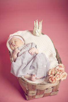New born / Sanni http://www.stoori.fi/sanni/vastasyntyneen-valokuvia-muutama-sana-valokuvauksesta/
