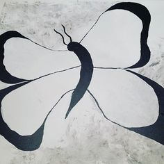 Min sort hvide sommerfugl 🦋 Er dog lidt i tvivl om jeg skal give vingerne en farve 🎨Hvad syntes du? #akryl #akrylmaling #akrylmalingpålerret #maleri #malerier #sommerfugl #sommerfugle #butterfly #mitkunst #minkreativeverden #kunst #art #kreativ #kreativitet #painting