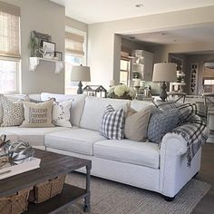 Nice 30 Comfy Modern Farmhouse Living Room Decor Ideas https://homeylife.com/30-comfy-modern-farmhouse-living-room-decor-ideas/