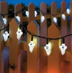 In the UK we don't really celebrate Haloween that much, sure a few houses put decorations up, but that's about it. No-one hangs up halloween string lights! Halloween Party Themes, Creepy Halloween, Halloween Skeletons, Halloween Season, Halloween Pumpkins, Halloween Ideas, Nightmare Before Christmas Halloween, String Lights, Tuesday
