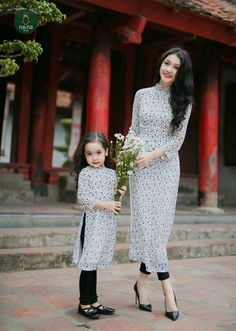 Discover thousands of images about Ao Dai vietnam. Mommy Daughter Dresses, Mother Daughter Dresses Matching, Mother Daughter Fashion, Mother Daughters, Future Daughter, Kurti Designs Party Wear, Kurta Designs, Stylish Dresses, Fashion Dresses