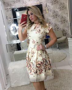 Apaixonada por esse dress estilo Ladylike. ❤️ . . Disponível para pedidos️ Tamanhos: P, M e G. Enviamos para todo Brasil Aceitamos cartões. . . #modaevangelica #modafeminina #ladylike #cute #chic #princess #floribelastore #corre #poucaspeças #luxo #qualidadedeboutique
