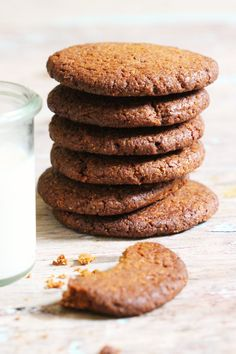 Ginger Biscuits - The Little Green Spoon. Super simple, 6 ingredient nutritious ginger biscuits. Heaven with a cup of tea!
