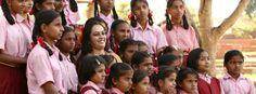 """Es gibt mittlerweile über 400 Art of Living Schulen, wo mehr als 39.000 Kinder die Chance auf schulische Bildung bekommen  Erfahren Sie mehr über die Art of Living Schulen in Indien - """"Euro a Day- Gift a Smile Projekt"""" unter: http://www.artofliving.org/de-de/bildung oder http://artoflivingschools.org/"""
