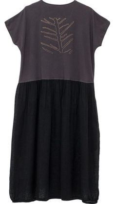 "</span></p> <p class=""p1"">Midi dress in a mix of cotton jersey and Linen net.</p> <p class=""p1"">Body in jersey embroidered with a TMcollection logo in natural on the back.</p> <p class=""p1"">Elasticated hem.</p> <p class=""p1"">The pockets are concealed in lateral joints.</p> <p class=""p1"">50% Cotton 