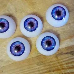 Oeil réaliste violet creux 20mm pour création perles ou création poupées.