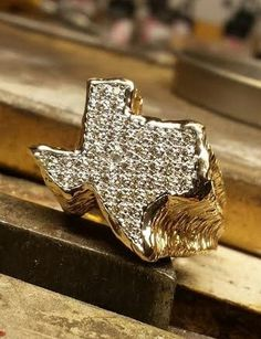 Rod Stelter Original State of Texas gents' ring in 14k yellow gold. Pave diamonds http://www.rodstelterjeweler.com/