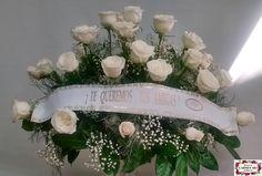Ramo de defunción con rosas Domenica, paniculata y verdes variados.