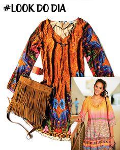Inspirada na tendência Boho-Chic e no estilo da atriz Bruna Marquezine, esse look apresenta vestido de modelagem mais larga que combinado com as franjas da bolsa dão um ar despojado e charmoso para o look. Esse look você encontra nas lojas do PolloShop!