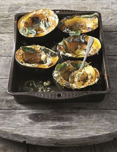 Sage and Blue Cheese Roasted Gem Squash recipe Banting Diet, Banting Recipes, No Carb Recipes, Ketogenic Recipes, Diet Recipes, Cooking Recipes, Healthy Recipes, Gem Squash, Acorn Squash