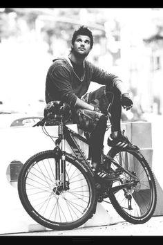 Taylor Lautner bike Tracers