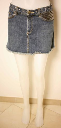 MARC JACOBS LADIES DENIM MINISKIRT with BADGES-US 2/UK 6 to 8-USED-EXCELLENT CONDITION-VERY CHIC