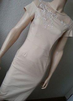 2fb2a7782421 Paper dolls pouzdrové béžové šaty s krajkou