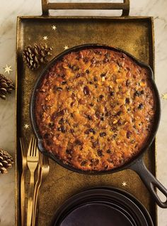Fruit cake in a pan, Holiday Desserts, Holiday Treats, Tea Loaf, Cake Bars, How To Eat Better, Afternoon Snacks, Sweet Cakes, Healthy Recipes, Healthy Food