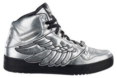 What an idea of Adidas wing shoes, Fly yourself with these beautiful, stylish and unique Adidas shoes with wings. They look really cool on both teenage boys & Teen Girl Shoes, Boy Shoes, Cute Shoes, Me Too Shoes, Men's Shoes, Adidas Jeremy Scott Wings, Jordans For Sale, Crazy Shoes, Tennis