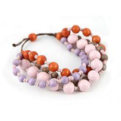 BRACCIALE INES ROSA ARANCIO  -  Grazioso bracciale in corda regolabile a 4 fili decorati da pallotte in legno.