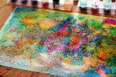 scuola da colorare: cartoncino bianco bagnato, gocce di colore, sale fino