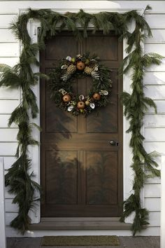 Outdoor Christmas Decorating Ideas from Colonial Williamsburg, VA Natural Christmas, Primitive Christmas, Country Christmas, Outdoor Christmas, All Things Christmas, Winter Christmas, Christmas Wreaths, Christmas Decorations, Holiday Decorating
