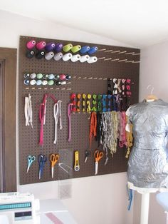 pegboard craft room storage…cheap and easy and can be any color you want…with a little paint. Like having your own store display. pegboard craft room storage…cheap and… Pegboard Craft Room, Craft Room Storage, Pegboard Storage, Craft Rooms, New Crafts, Home Crafts, Sewing Crafts, My Sewing Room, Sewing Rooms
