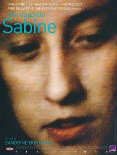 """""""Elle s'appelle Sabine"""" de Sandrine Bonnaire (2008). La personnalité attachante de Sabine, la soeur autiste de l'actrice  et la tendresse qui les unit mais aussi  la démonstration par l'exemple de la pénurie de centres spécialisés et de ses conséquences dramatiques."""
