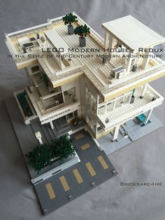 """LEGO Modern House - Redux - in the Style of Mid-Century Modern Architecture by Bricksare4me - as seen at BrickCan 2016 in Vancouver BC - awarded """"Best Edifice"""" #LEGOModularHouses #LEGOCreatorExpert"""