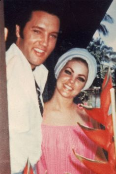 Elvis Presley & Priscilla Presley at home, Elvis Presley Family, Elvis Presley Photos, Elvis And Priscilla, Lisa Marie Presley, Burning Love, Star Wars, Graceland, Celebs, Celebrities