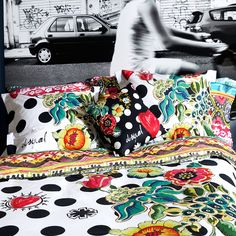 Dress up your bedroom with gorgeous Designer Bedding Sets! Here is a list of our top 10 picks regrouping the best designer duvet covers, and sheets pillows. Linen Bedding, Bedding Sets, Duvet Cover Design, Bed Duvet Covers, Comforters, Master Bedroom, Cool Designs, Polka Dots, Blanket
