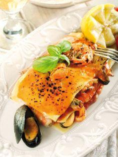 Lasagne ai frutti di mare e salsa di pomodoro - Lasagne with seafood and tomato sauce #lasagnedipesce #lasagnedimare #seafoodlasagne