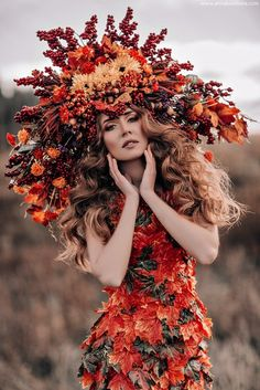 """Queen of the Harvest"" -- Dress made of leaves + headdress + autumn colors Autumn Photography, Creative Photography, Fashion Photography, Foto Fantasy, Floral Headdress, Russian Fashion, Her Hair, Flower Crown, Autumn Fashion"