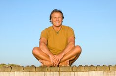 Anti-aging and longevity tips for men include both natural and TCM approaches. Issues that men often experience as they age include hair loss or thinning, reduced energy, decreased erectile function, and lowered sexual drive.