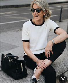 fashion over 50 women fifty not frumpy christmas gifts Mature Fashion, Older Women Fashion, Over 50 Womens Fashion, 50 Fashion, Fashion Outfits, Fashion Tips, Fashion Quotes, Fashion Trends, Fashion Over Fifty