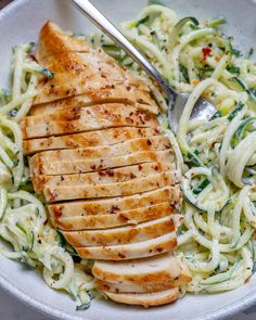 Easy Chicken Alfredo Zoodles Recipe Healthy Recipes, Clean Recipes, Low Carb Recipes, Cooking Recipes, Jello Recipes, Cooking Food, Keto Veggie Recipes, Zucchini Pasta Recipes, Gastronomia