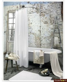 hm home 4 photo Interior Simple, Home Interior Design, Interior And Exterior, Baños Shabby Chic, Shabby Chic Furniture, Shabby Vintage, Dream Bathrooms, Beautiful Bathrooms, Distressed Walls