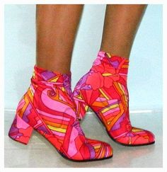 Vintage neon pink crop ankle go go boots - possibly Pucci 60s Fashion Trends, 60s And 70s Fashion, Mod Fashion, Vintage Fashion, Vintage Outfits, Vintage Shoes, Vintage Clothing, Lauren Hutton, Oxfords