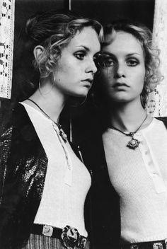 Twiggy gazes into a mirror at the photographer's Notting Hill apartment, 1968 © Justin de Villeneuve