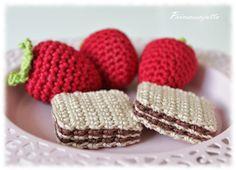 Prinsessajuttu: Virkattuja herkkuja: Keksit ja mansikat Crochet Food, Cute Crochet, Crochet For Kids, Crochet Crafts, Crochet Dolls, Yarn Crafts, Crochet Baby, Knit Crochet, Yarn Projects