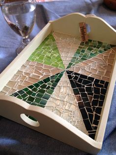 Mosaic tray decoration, glass – Tile ideas - Housing Projects for World Mosaic Tray, Mosaic Glass, Mosaic Tiles, Mosaic Crafts, Mosaic Projects, Mosaic Designs, Mosaic Patterns, Mosaic Madness, Painted Boxes