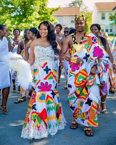 Kente Styles Slay For this year - Last Trendy Ghana Traditional Wedding, Traditional Dresses, African Attire, African Dress, African Outfits, African Wear Designs, Ghana Wedding, Wedding Bride, Wedding Gifts