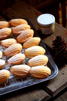 Peanut Butter Madeleines Sub Keto Flour Madeleine Cake, Madeleine Recipe, Sweets Recipes, Baking Recipes, Cookie Recipes, Cupcakes, Cupcake Cakes, Pavlova, Cake Pops