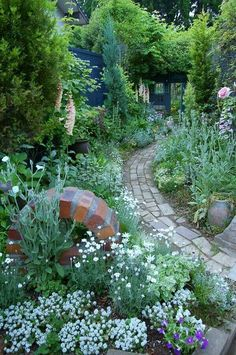 Amazing Tips: Flower Garden Landscaping Raised Beds flower garden landscaping raised beds.Garden Landscaping With Stones Trees. Back Gardens, Small Gardens, Rustic Gardens, Outdoor Gardens, Narrow Garden, Shade Garden, Dream Garden, Garden Planning, Garden Paths