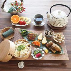 ❁.*⋆✧°.*⋆✧❁ Today's lunch. ・ 今日のお昼ごはん。 ・ お品書き 1.豚肉の長芋大葉巻き(照り焼き) 2.小松菜の中華炒め 3.さつま芋とごぼうのきんぴら 4.だし巻き卵…」 Bento Recipes, Fruit Recipes, Asian Recipes, Japanese Dishes, Japanese Food, Good Food, Yummy Food, Tiny Food, Food Decoration