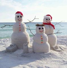 Sand snowman at the beach in Seaside, FL. I want to take my picture with these guys. I miss Christmas in Michigan.I think building sand snowman should be a new Florida Christmas tradition! Tropical Christmas, Beach Christmas, Coastal Christmas, Christmas Florida, California Christmas, Beach Holiday, California Winter, California Style, Merry Christmas