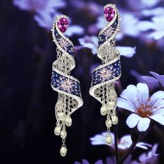 Delicate as a willow tree and precious as any of our designs. Discover our new Willow earrings.  #sicis #sicisjewels #jewelry #jewelrygram #jewelrydesign #jewelrydesign #jewelrymaking #jewelryoftheday #jewels #luxury #luxurylifestyle #jewelrymaking #micromosaic #diamonds #diamondjewelry #earrings