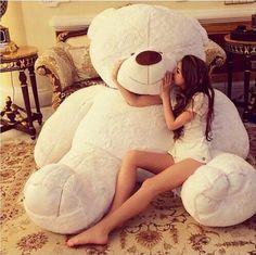 novia con oso de peluche gigante