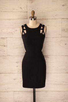 Alberobello ♥ Une petite robe noire à grand effet est souvent de mise. A little black dress with a great effect is always appropriate.