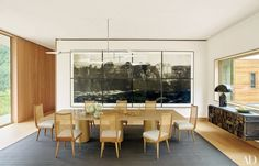 This Aspen dining room, designed by Shawn Henderson, features a David Weeks Studio chandelier, a set of 1950s dining chairs cushioned in an Edelman leather, and a wall-mounted Paul Evans console from Todd Merrill Studio | archdigest.com
