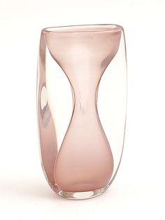 Dikwandige Unica vaas MA 2029 rose kern met helderglazen overlay ontwerp Floris Meydam 1957 uitvoering Glasfabriek Leerdam