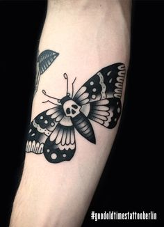 Supercool moth done by Sindy Melo at #goodoldtimestattooparlor #berlin